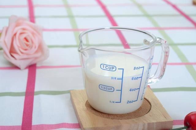 为什么喝酸奶也会拉肚子?营养师:这3方面原因,让人意想不到