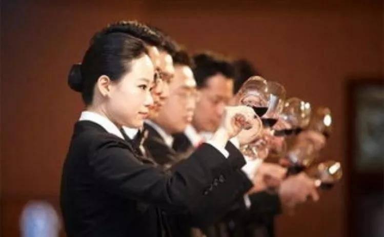 """酒业竞争白热化或催热这一""""新职业"""",""""酒业江湖""""再掀一隅?"""