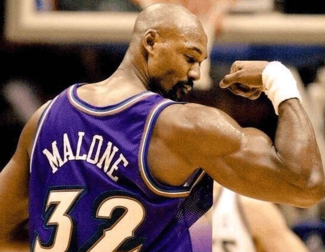 NBA球星肌肉和橄榄球运动员肌肉谁更强壮?对比往后,差距很明显