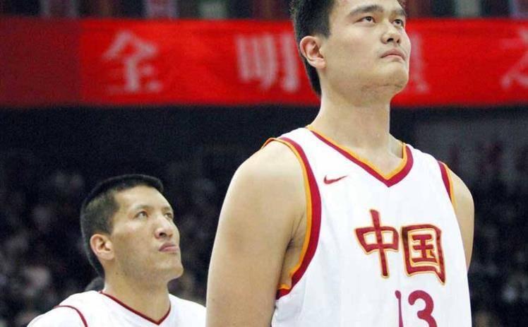 中国篮球把姚明当炮使!24岁时炮轰国家队传奇,男篮失利炮口对准自己