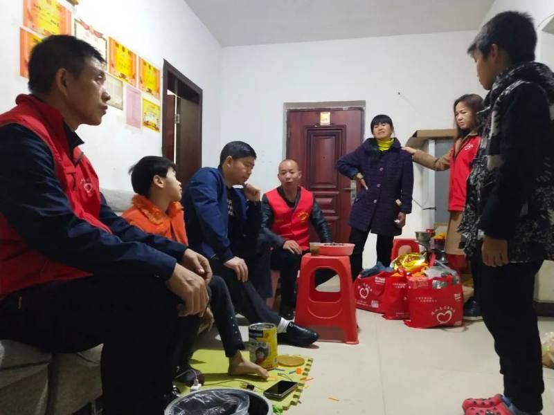 """新时代文明实践:衡东县""""衡阳群众""""关爱贫困孩子"""