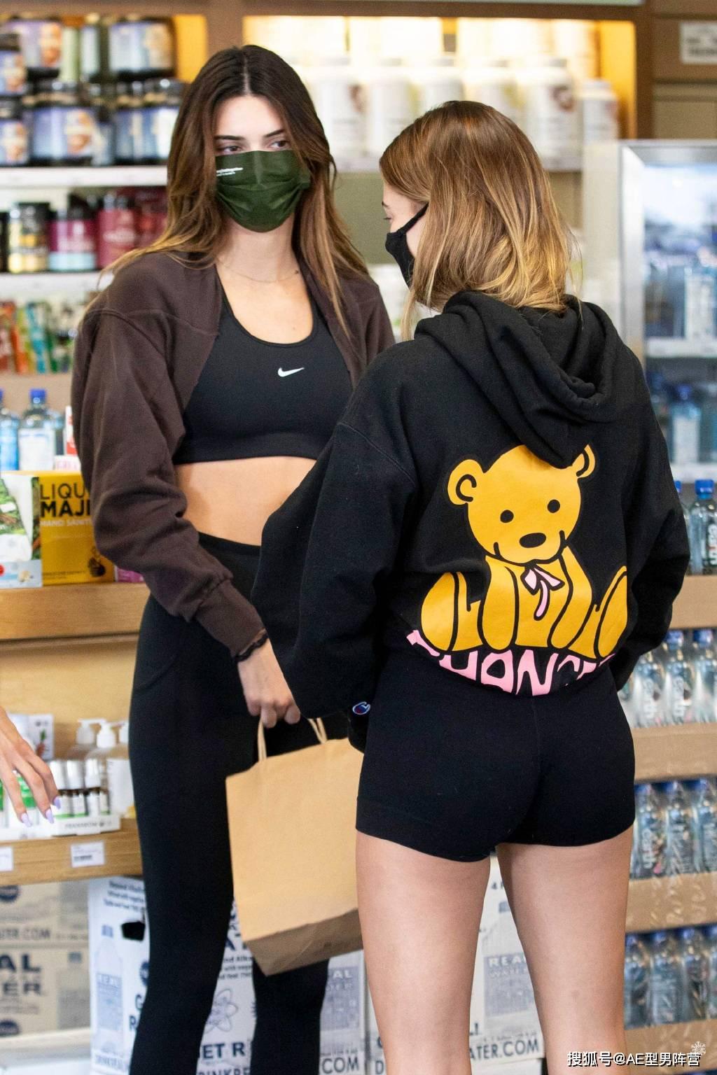 原创             25岁肯达尔·詹娜和24岁海莉·比伯逛街!两位超模出没,身材太抢眼