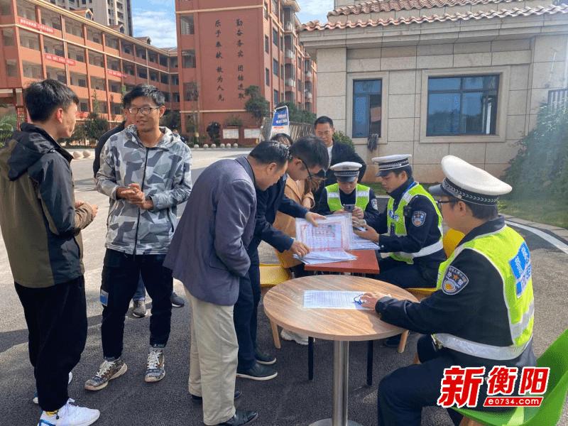 """衡东交警创新""""警保、警邮""""合作模式 推进电动车上牌工作"""