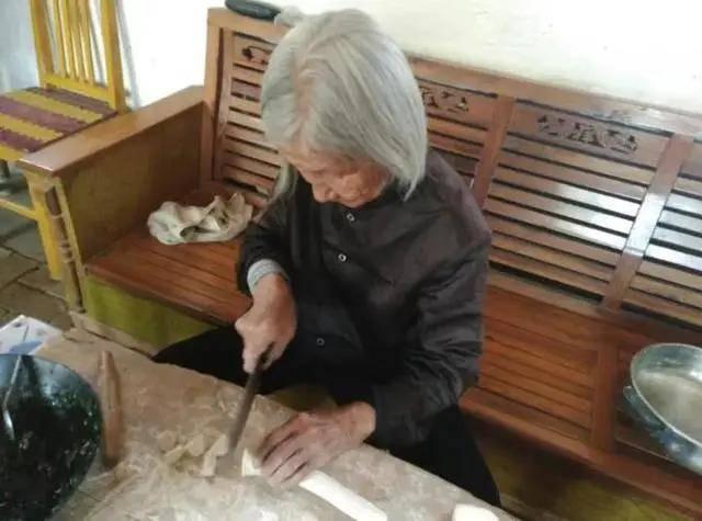 张洪泉:奶奶九三