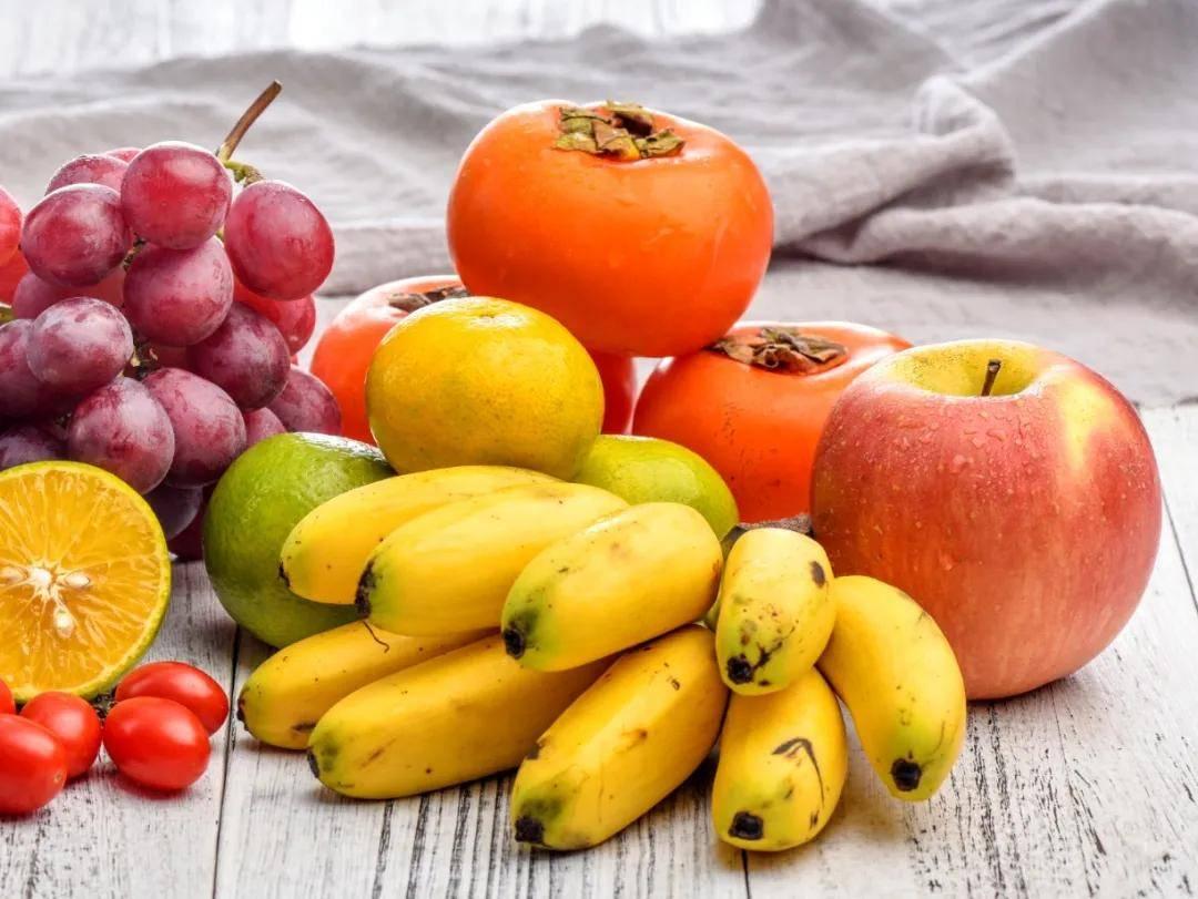 华西科普 | 香蕉、牛奶、柿子、番茄不能空腹吃?营养科专家来辟谣