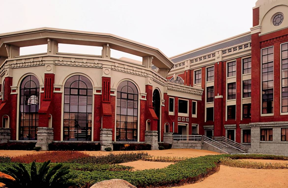 西南政法大学大门图片