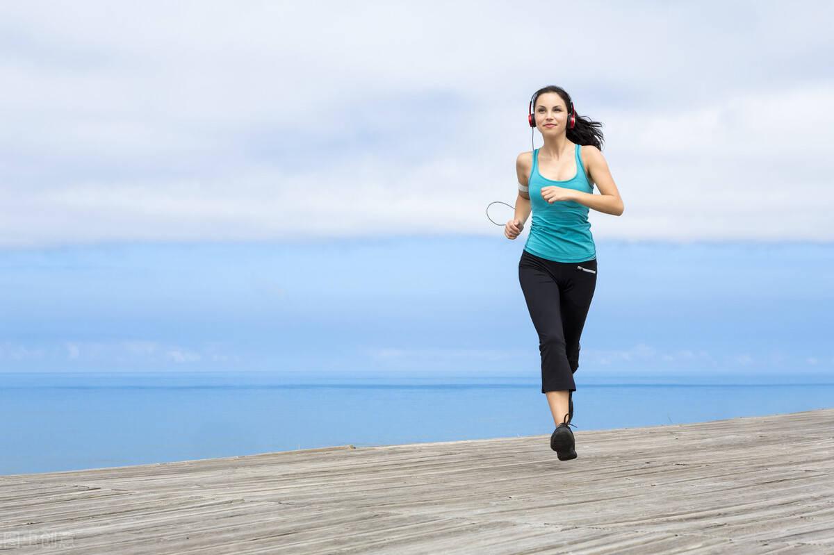 坚持跑步,会有什么收益?如何保持正确的跑步姿势?