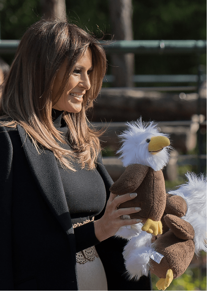 """特朗普现任老婆有""""心机"""",裙子穿的和胃一边高,比例真不输模特"""