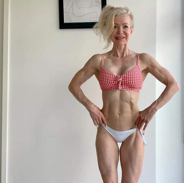 这位64岁的奶奶坚持撸铁16年,身材如同20岁少女,你服气吗?