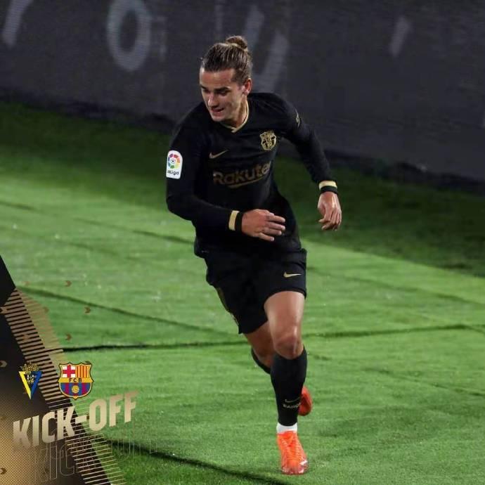 2-1超级不受欢迎!巴塞罗那的两个大失误变成了笑柄:梅西太难了,但他摇了摇头yuq