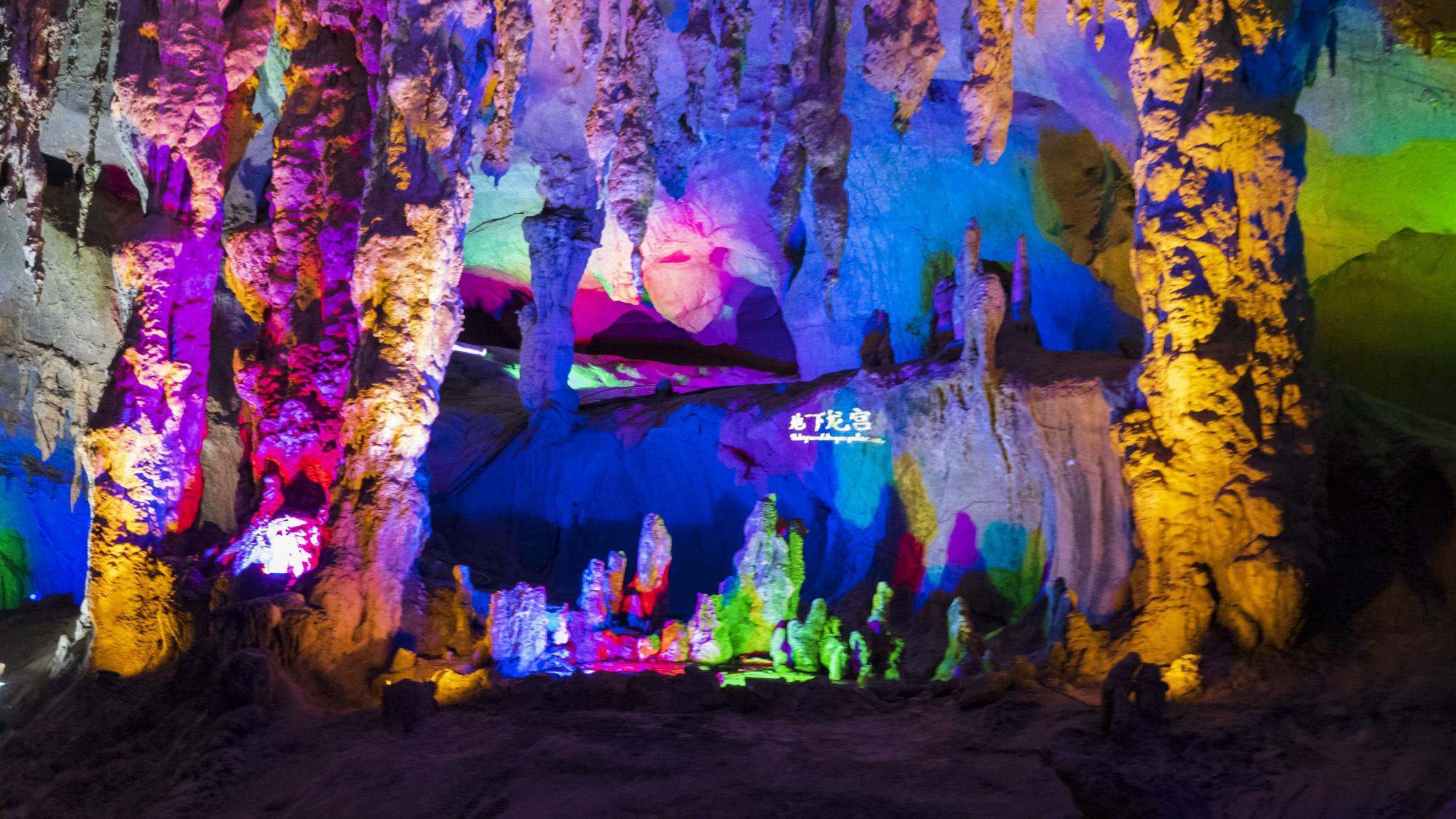 中国罕见的溶洞奇观,广东连州地下河,2亿年飞瀑奇石巧夺天工