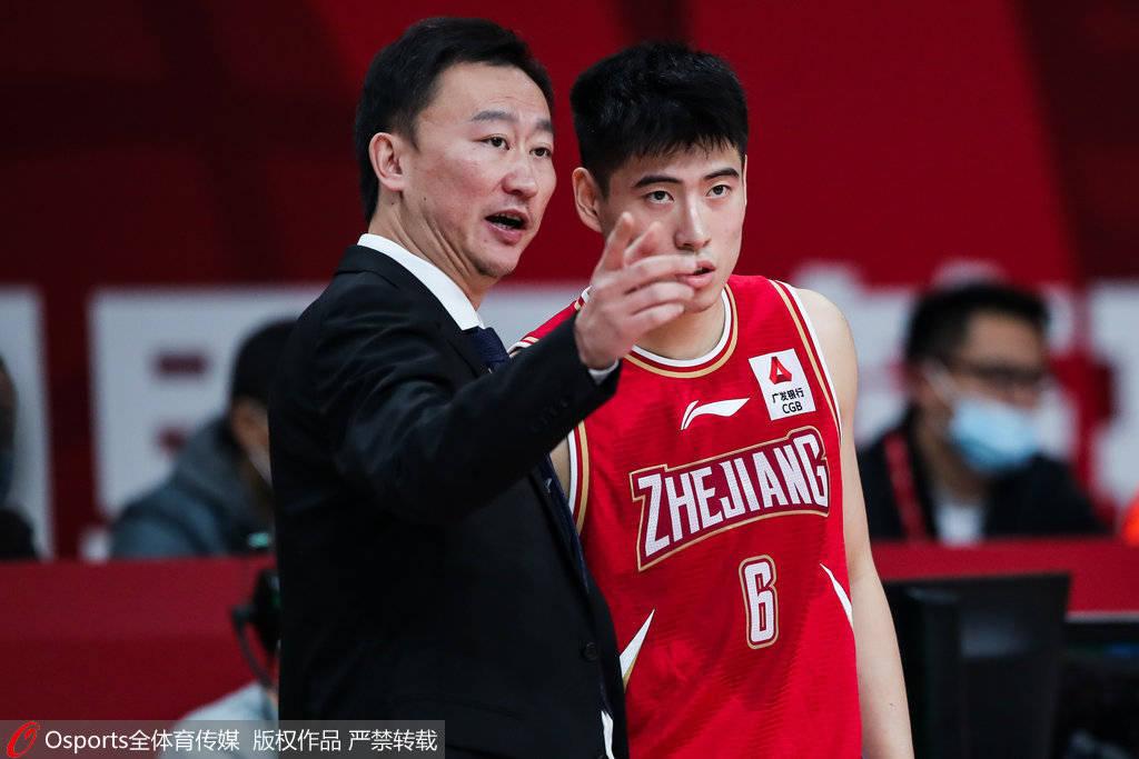 刘维伟谈被连吹技犯:队员勇于对中国篮球担任