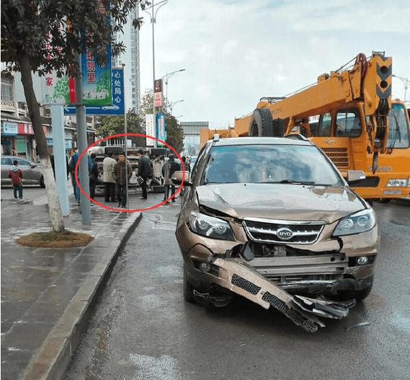 原比亚迪S6和丰田霸道相撞,结果可能出乎意料!