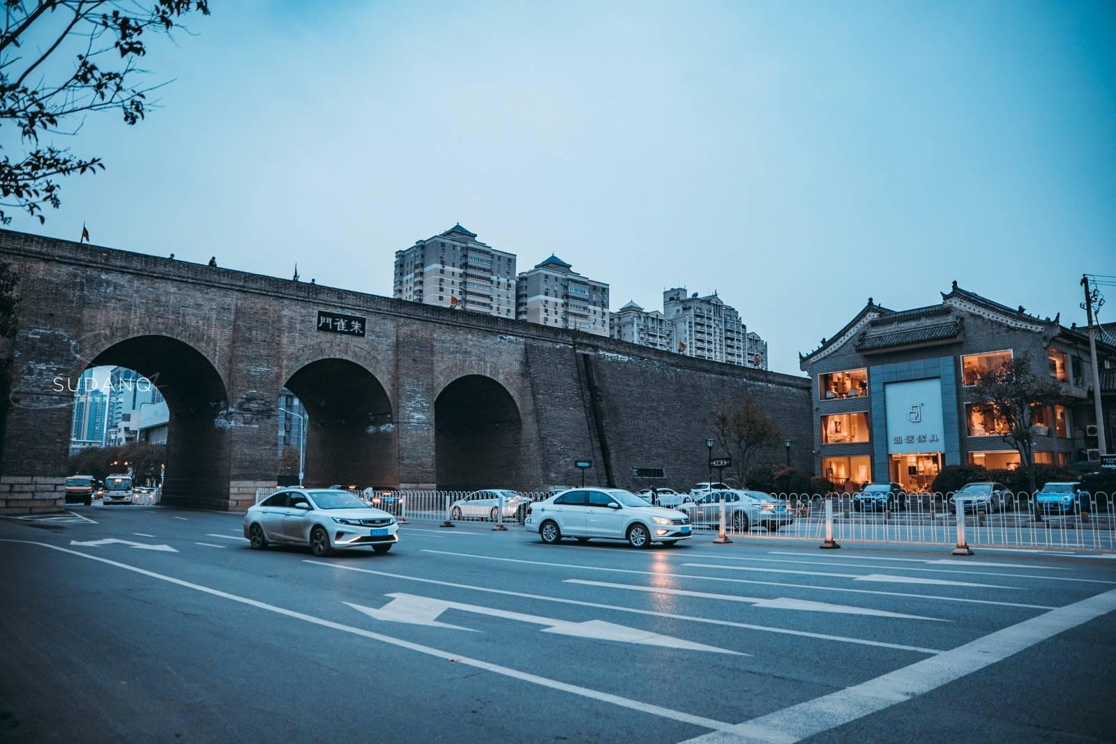 原创             登上西安城墙,突然想留下来不走了!600年,它一直守护着这里