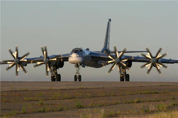 """6架轰炸机高调""""路过"""",日本战机紧急升空拦截,俄飞行员一招制敌"""