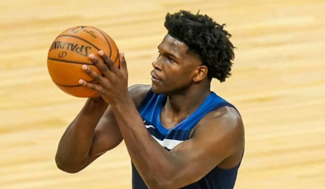 NBA传来多个音讯:勇士队中锋骨折赛季报销;湖人队戴维斯因伤缺战森林狼