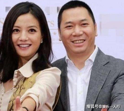 原参观赵薇在香港的豪宅,每间卧室都是海景房间,天台可以看到整个维多利亚港