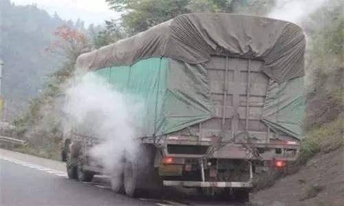 原厂不能装上高速,还要罚款。卡车司机:快点,做一个快乐的演讲