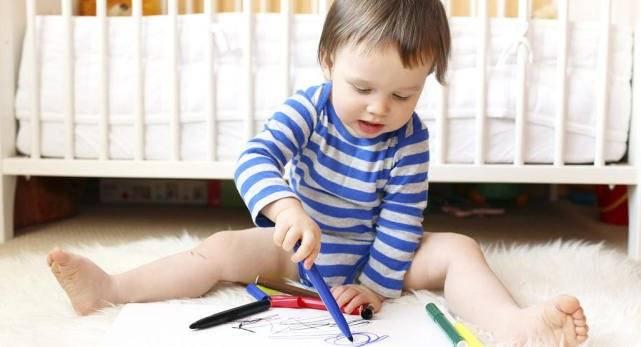 章子怡晒全家福,周岁儿子已会叫爸妈会扶走,附1岁宝宝发育指标