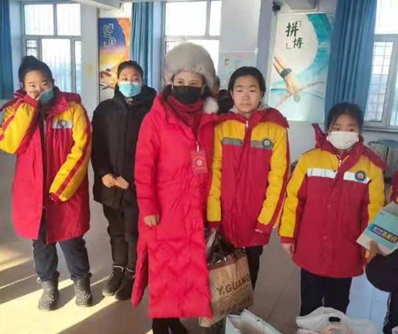 佳木斯:寒冬送暖 助力贫困学子圆梦