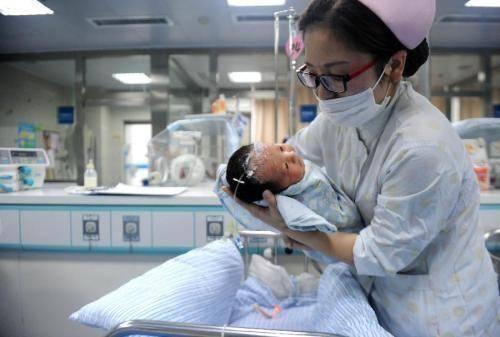 """新生儿叫""""钱进"""",医院失误输错一个字,却令宝妈高兴直呼不改了"""