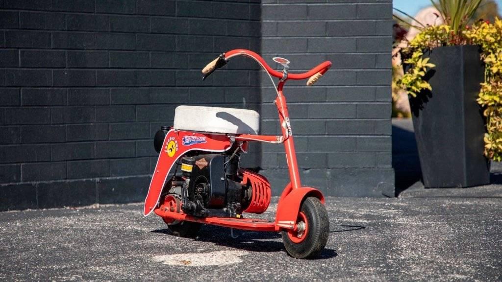 50年前的原厂滑板车现在可以买5系摩托车了,在外面开着还很有吸引力!