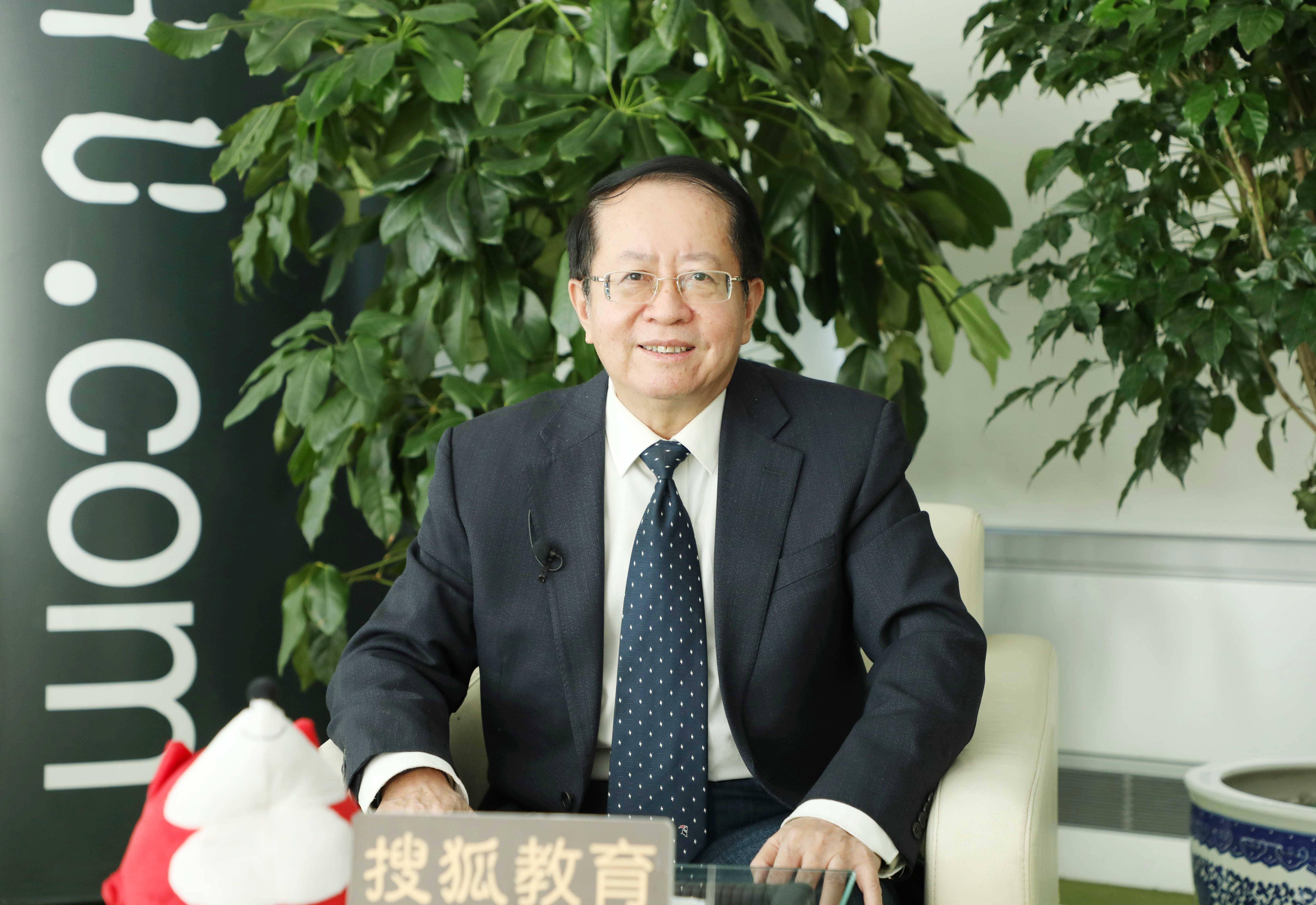 刘堂江:教育是耐心倾听花开的声音