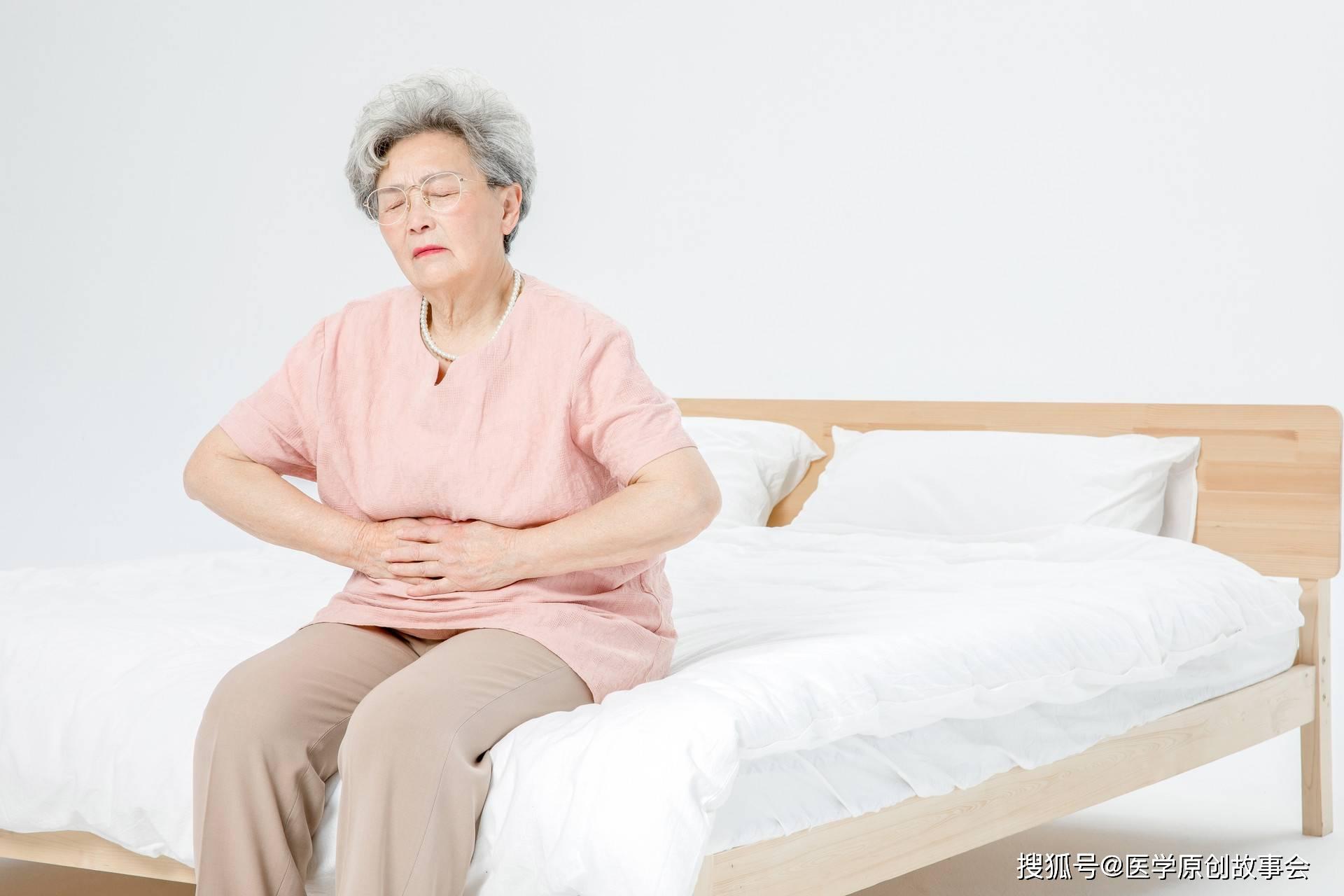 央视主持人肖晓琳因直肠癌去世,大便若有五个特征,越早检查越好