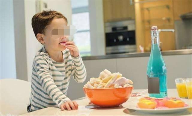 """家长误以为的4种""""好吃的"""",会让娃越吃越笨,妈妈要少买"""