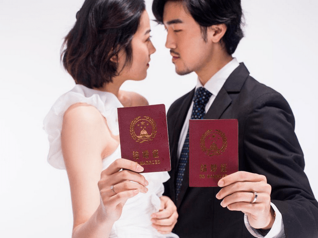 婚姻还没一件内衣重要?结婚从来不是两个娃的事,是俩家庭的结合  第1张