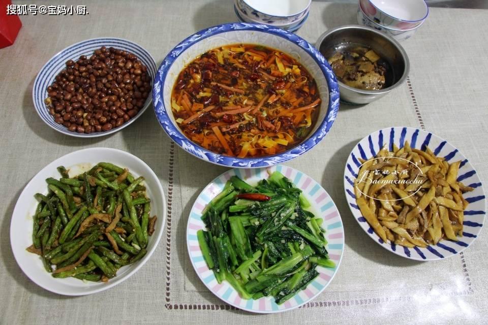 我家原来的晚餐,家常菜营养又实惠,酒也做好了,大人小孩都吃的很美