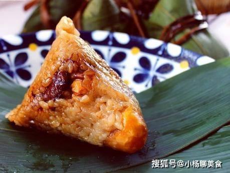 原来咸蛋黄肉馅饺子是家常便饭,咸而不腻,紧而不漏米,包饺子的方法很重要