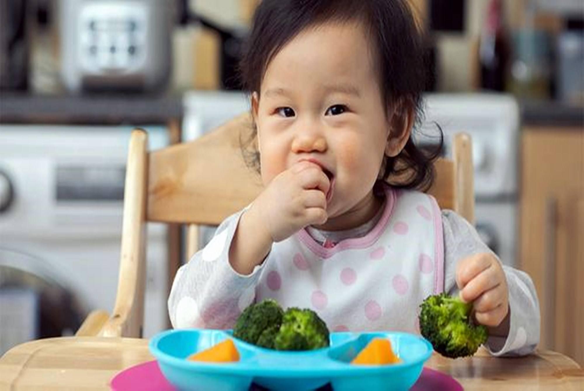 """孩子两岁前能吃""""大人饭""""吗?儿科医生:三岁前吃都算""""毒辅食""""  第4张"""