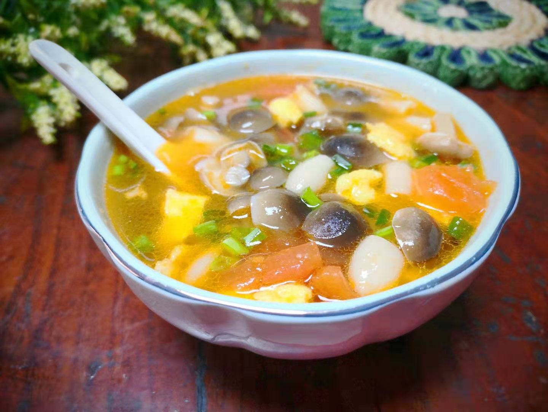 最近特爱这个汤,不放肉也很鲜,十分钟煮好,简单又省事,好喝