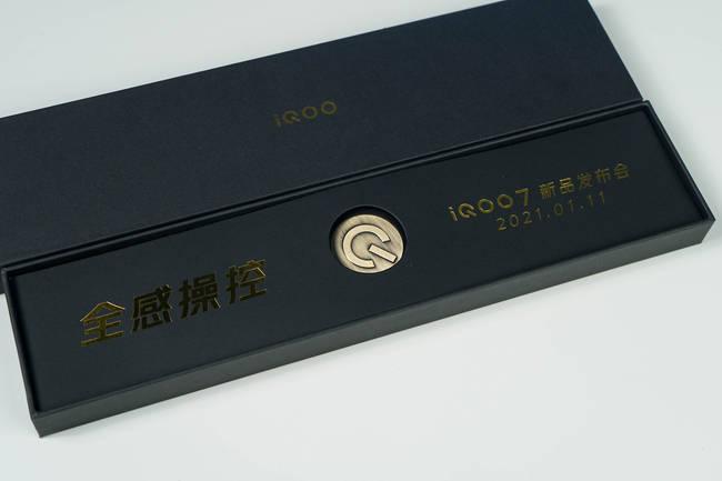 双鸭、双羊、双马!iQOO7系列官方邀请函七枚徽章都暗示了啥?