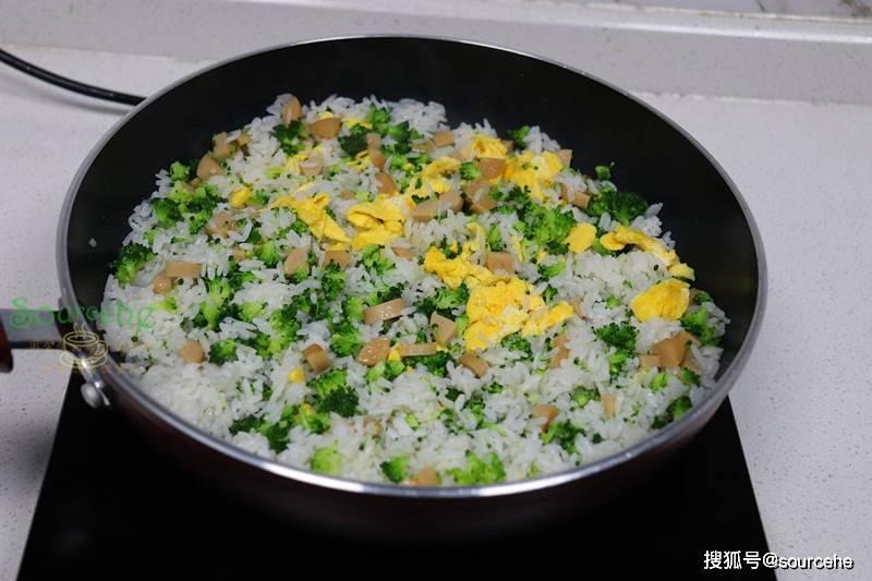 期末考了,给孩子做蛋炒饭时用四种食材,润而不腻,孩子很喜欢吃