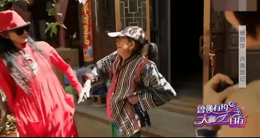 62岁杨丽萍不结婚生子,指甲太长不便搀扶老母亲,为了跳舞放弃这些值得吗  第6张