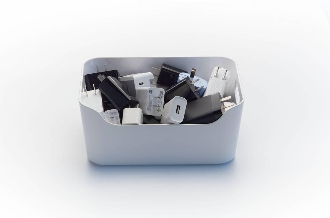 原创             取消充电头,除了获利,手机厂商也面临巨大风险!