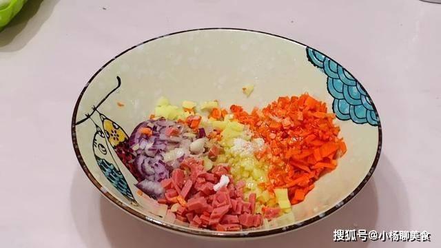 腻了单调的小米粥?试试小米蛋盅,营养美味两不误