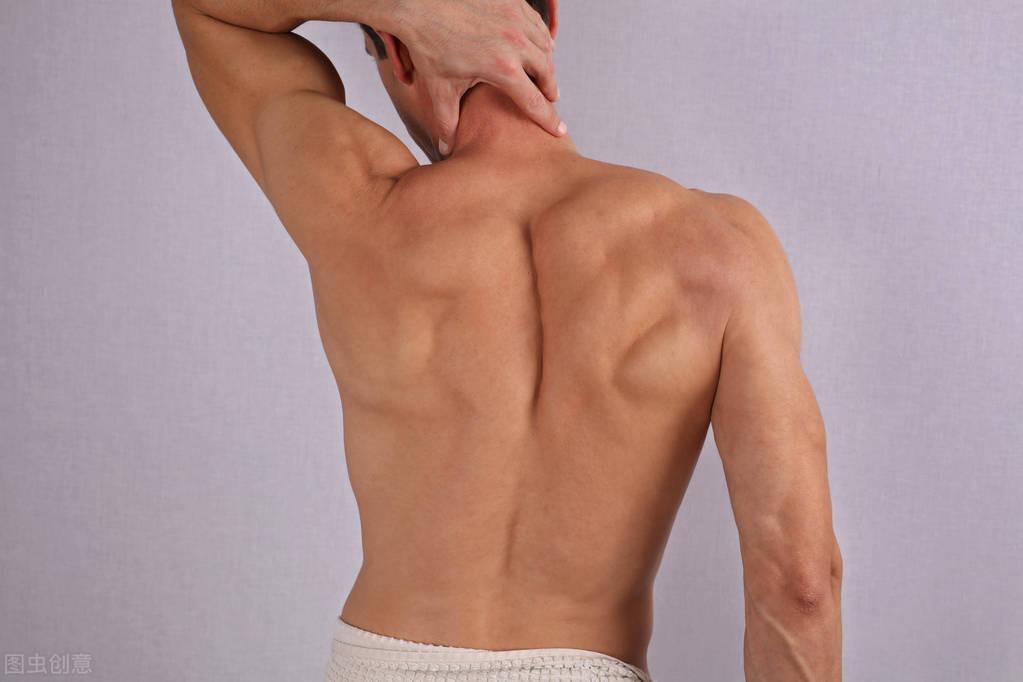 健身不要忽略练背!5个经典动作,全面刺激背肌,把背练宽练厚