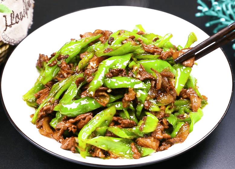 湖南的辣椒炒肉为啥那么好吃?赢咖4娱乐注册原来大厨都是这样炒的,难怪这么香