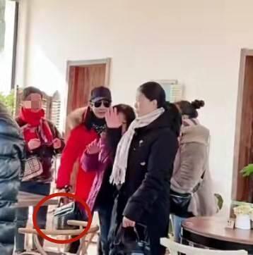 原创             刘嘉玲参加同学聚会,同龄人都成了老大妈,就她还年轻貌美!