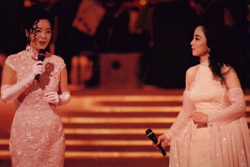 在香港最资深演唱会开得最多的女歌手徐小凤和她的明星粉丝