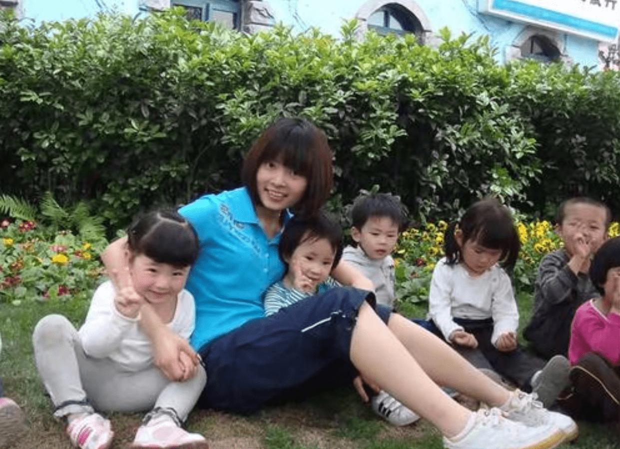 """孩子不去幼儿园老说""""一个人"""",家长蹲点偷看后怒了,网友:活该  第7张"""