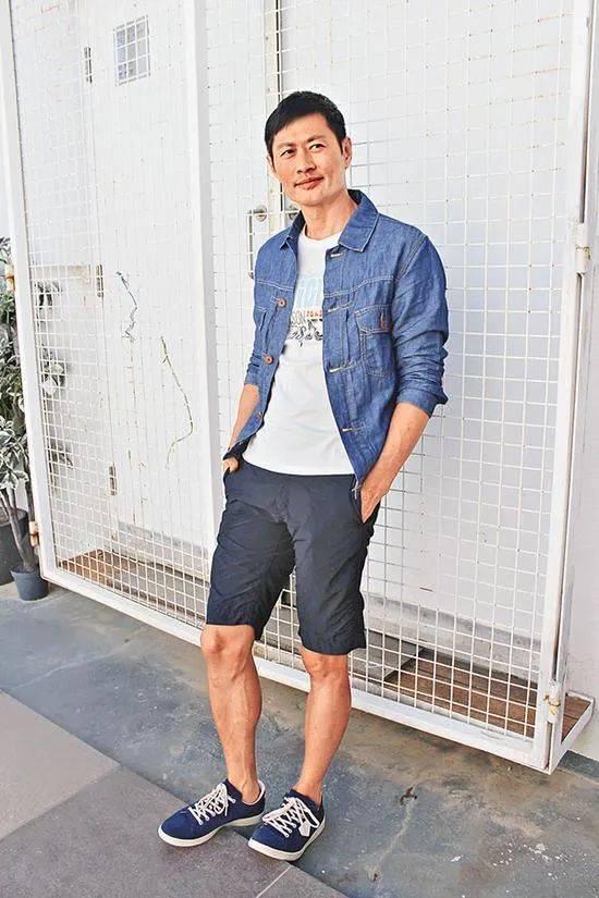 越老越有型!57岁前TVB男星黄德斌重回观众视野,40岁才有代表作  第7张