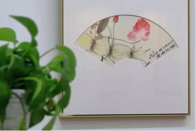 """贾广健""""荷生万象""""花鸟小品展亮相《中国美术报》艺术中心"""