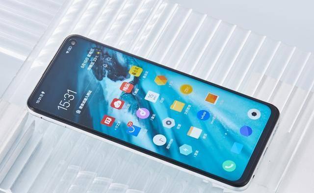 原创             从2498元跌至1898元,8GB+44W+144Hz,5G旗舰手机价格再创新低