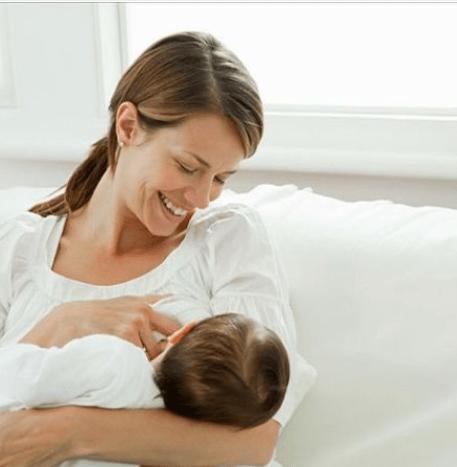 母乳喂养有七大好处,对妈妈家庭孩子都好,远离七大谣言