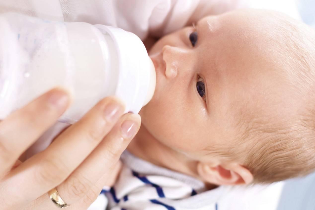 """婴幼儿断奶的最佳时间,""""6个月,1岁,2岁"""",有什么区别?"""