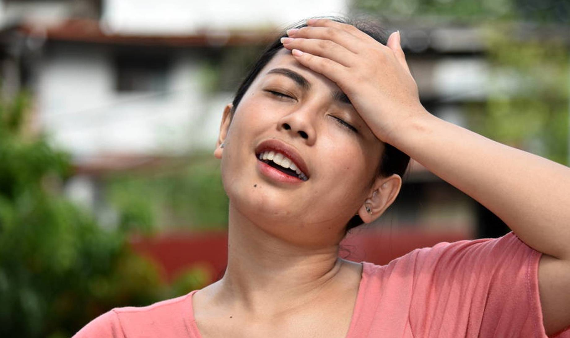 为什么有的女性一来月经就头痛?该如何预防?神经科医生告诉你